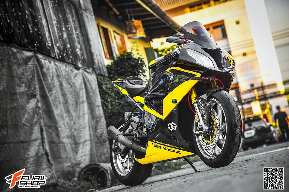 BMW S1000RR ban do day xuc cam voi goc anh day nghe thuat