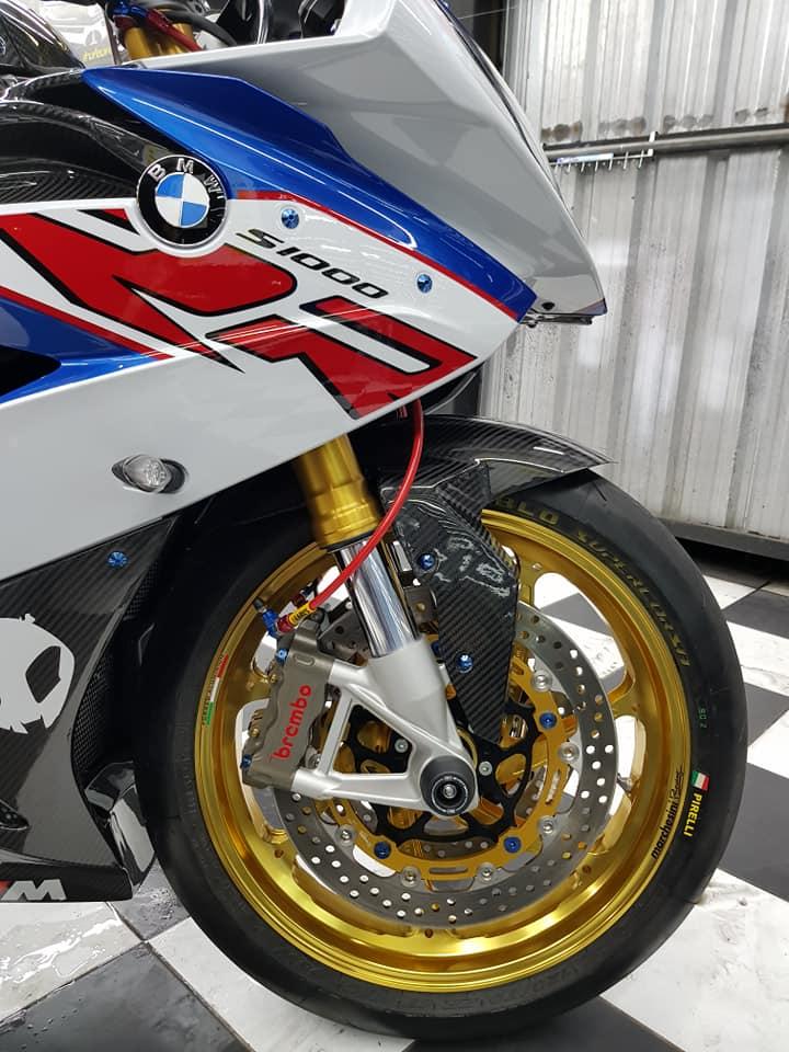 BMW S1000RR ve dep bong bay cung trang bi cao cap - 8