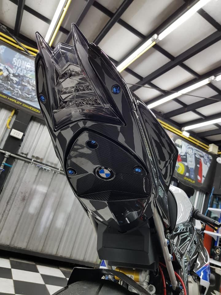 BMW S1000RR ve dep bong bay cung trang bi cao cap - 12
