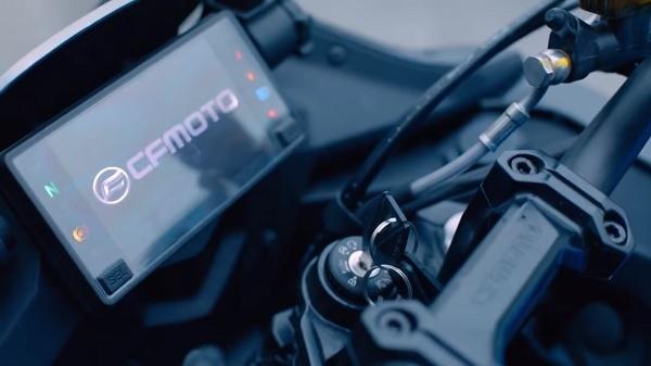 CF Moto lan dau ra mat 400 GT Sport Touring - 3