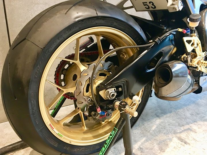 Honda CBR1000RR ban do trang tinh khoi day xuc cam - 6