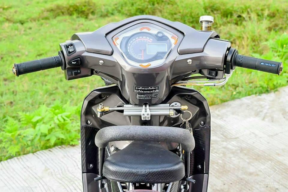 Wave 110 vua dap thung da do sieu dinh cua biker Thailand