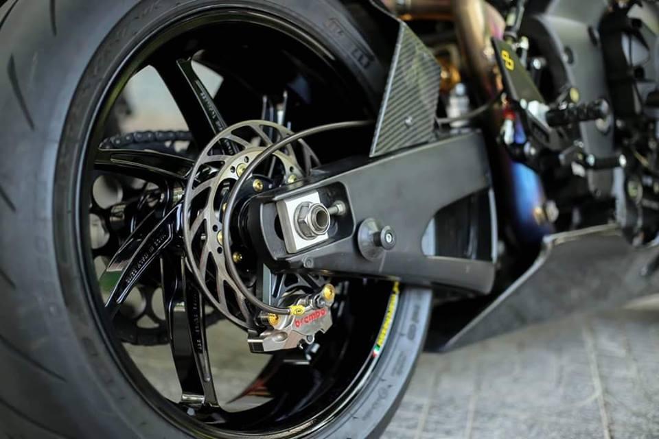 Yamaha R1 ban do Matte Black an tuong tren dat Viet - 6