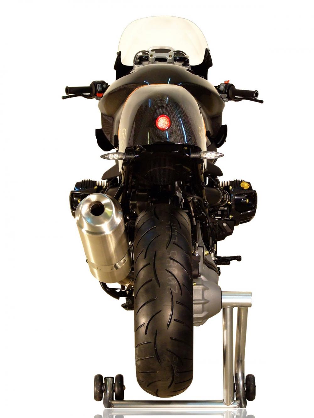 BMW R1200R man lot xac ngoan muc voi than hinh CAFE RACER hoan toan tu soi Carbon - 6
