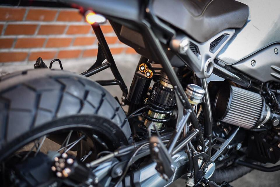 Bmw RnineT don theo phong cach Tracker style day me hoac - 14