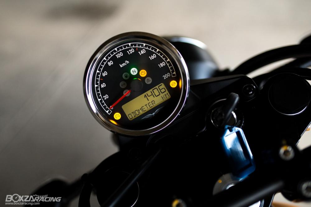 Can canh Moto Guzzi V7 III Stone phien ban ky niem 50 nam - 4