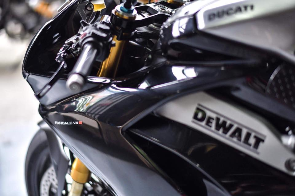 Ducati Panigale V4 S ve dep day lich lam cung voi mau ao Black methalic - 6