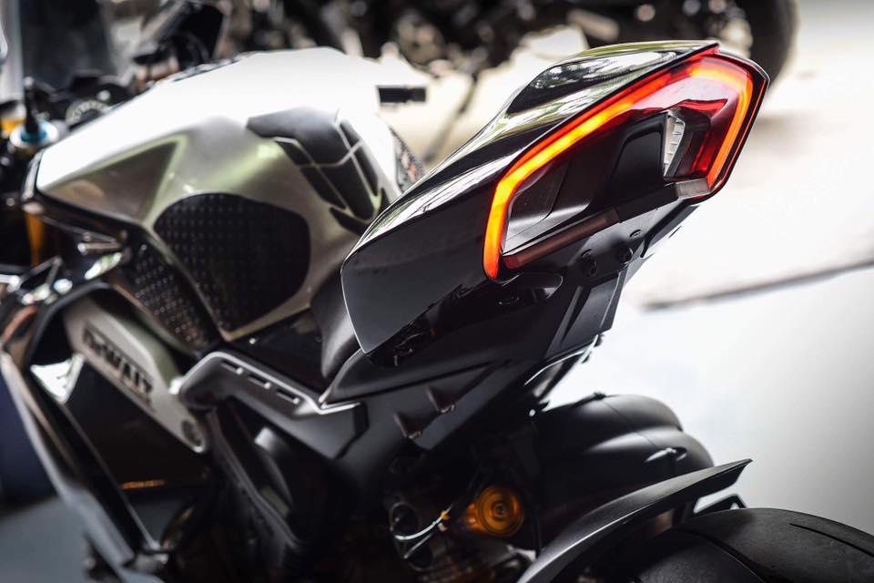 Ducati Panigale V4 S ve dep day lich lam cung voi mau ao Black methalic - 10