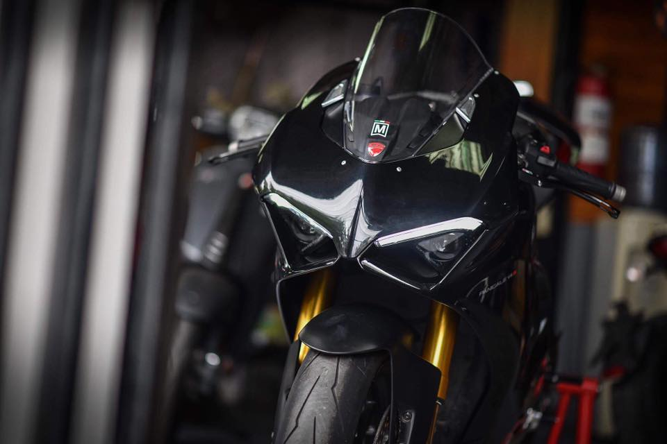 Ducati Panigale V4 S ve dep day lich lam cung voi mau ao Black methalic