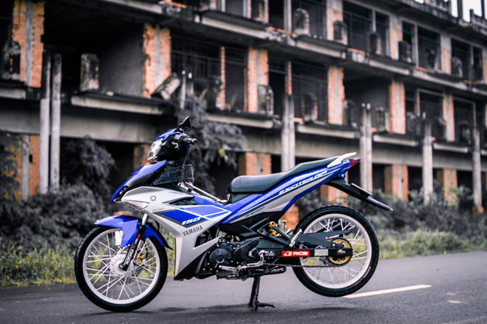 Exciter 150 do dan chan banh cam nhe nhang luot trong gio - 3