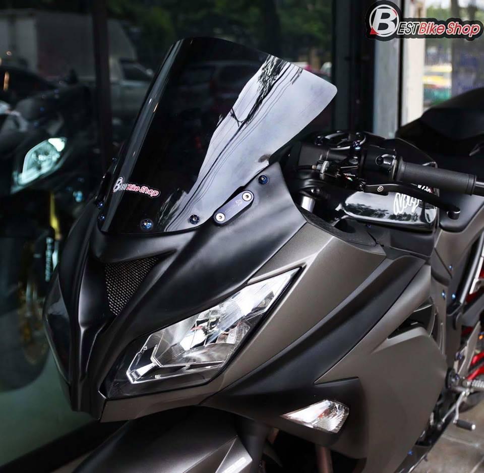 Kawasaki Ninja 300 do kich doc voi than hinh Matte Black