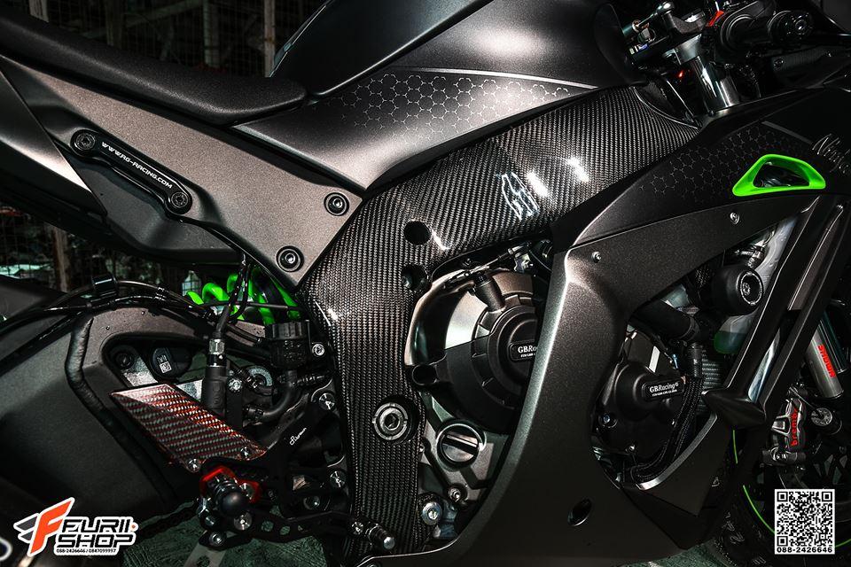Kawasaki ZX10R ban do cang det voi mau ao Matte Black - 8
