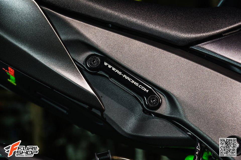 Kawasaki ZX10R ban do cang det voi mau ao Matte Black - 12
