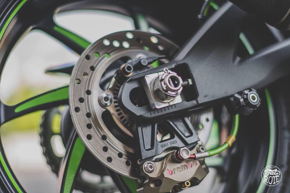 Kawasaki ZX10RR Limited ve dep tuyet sac tu phong cach Winter Test - 6