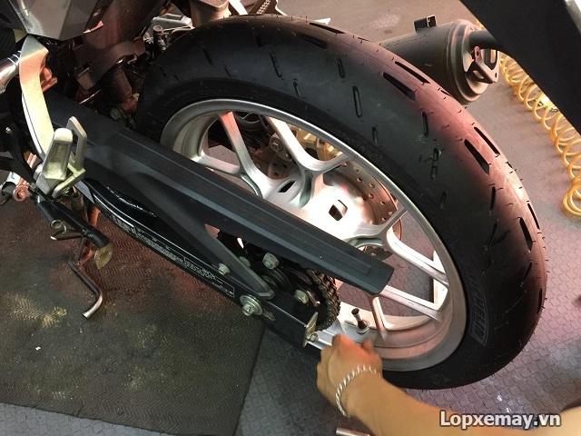 Lop xe may Michelin Pilot Moto GP so luoc ve dong lop mang cong nghe duong dua