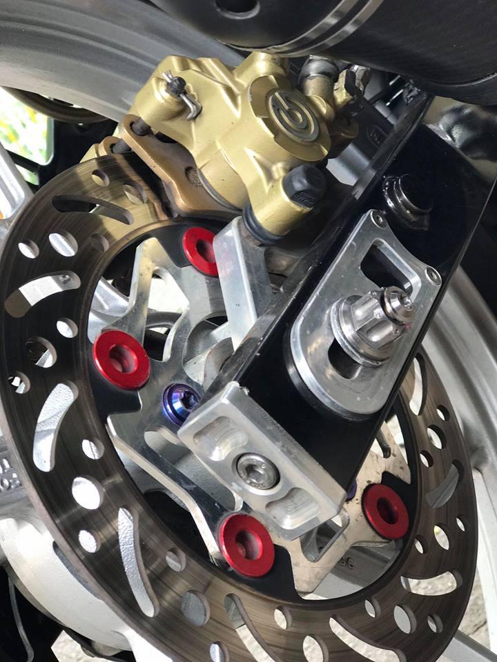 Ngam nhin Raider 150 do day thu vi voi pen dap Ducati cho phanh sau - 8
