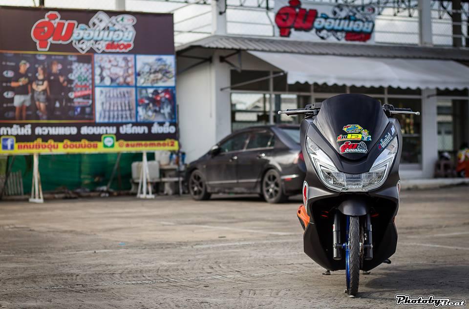 PCX 150 do doi chan teo nho voi phong cach chay san cua biker Thai
