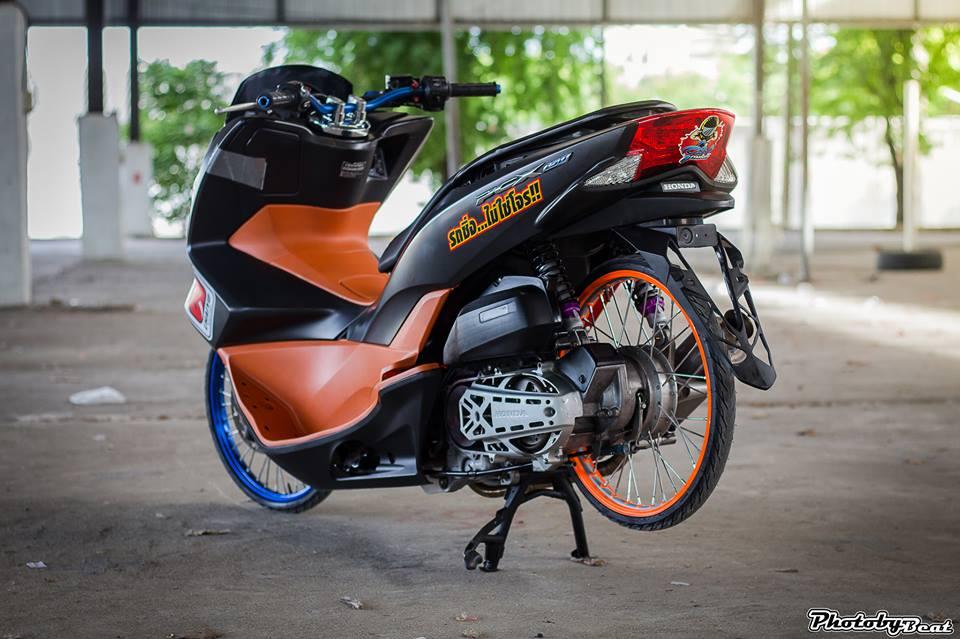 PCX 150 do doi chan teo nho voi phong cach chay san cua biker Thai - 6