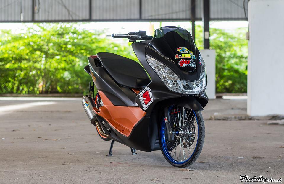 PCX 150 do doi chan teo nho voi phong cach chay san cua biker Thai - 7