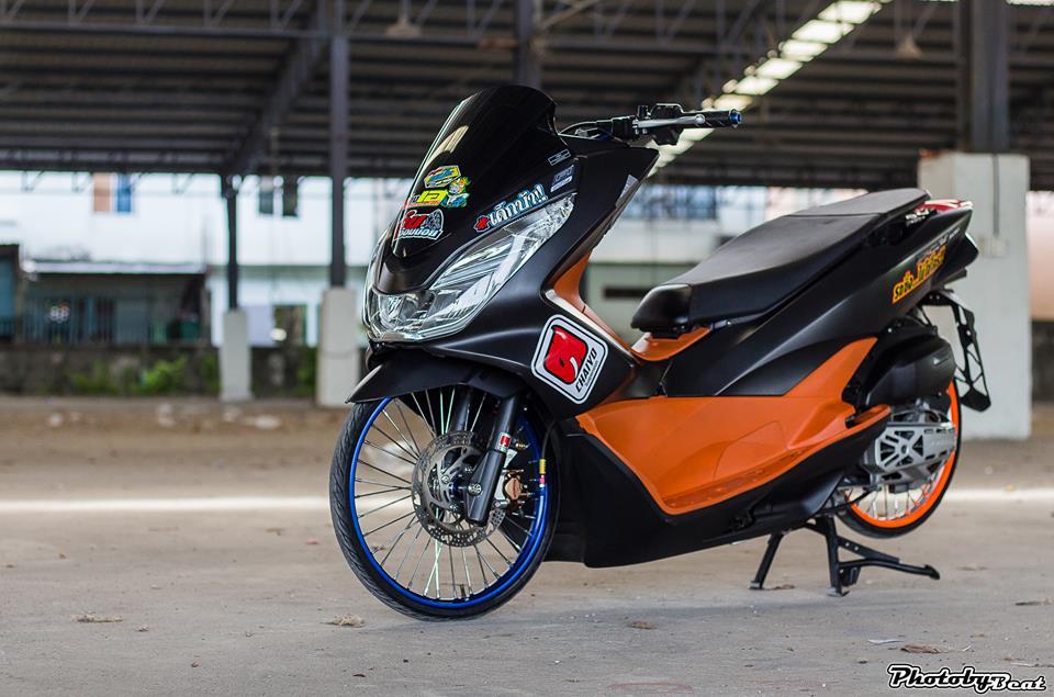 PCX 150 do doi chan teo nho voi phong cach chay san cua biker Thai - 10