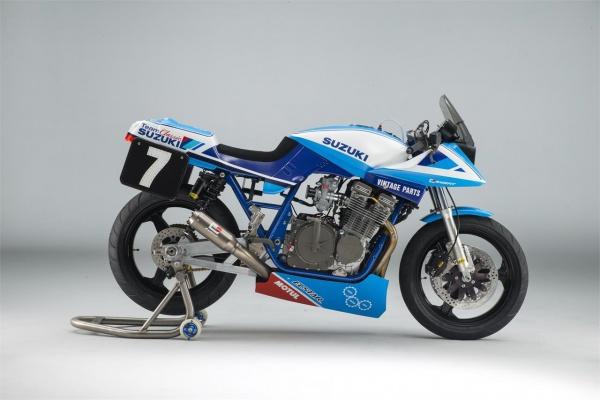 Suzuki GSXR1000R Team Classic Edition phien ban ki niem 33 nam - 3