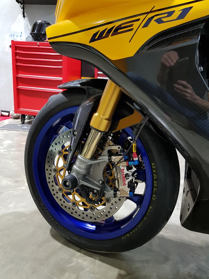 Yamaha R1 do noi bat voi tong mau Yellow Sporty - 4