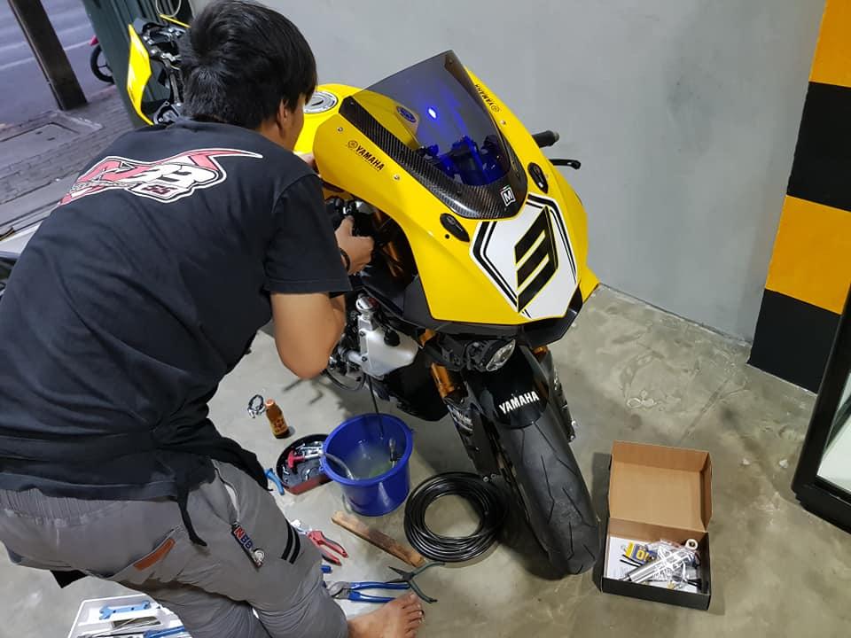 Yamaha R1 phien ban 60th Anniversary voi loat nang cap het hon
