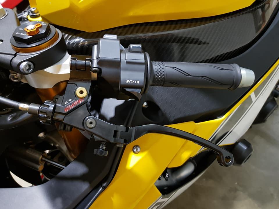 Yamaha R1 phien ban 60th Anniversary voi loat nang cap het hon - 7