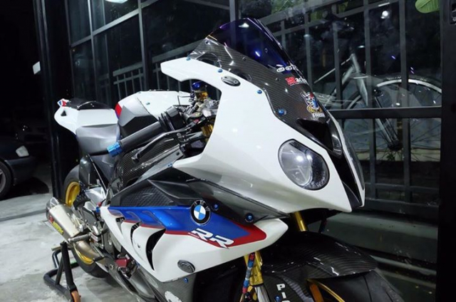 BMW S1000RR ban nang cap tuyet voi theo phong cach HP4 Tricolor
