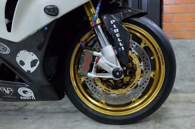 BMW S1000RR ban nang cap tuyet voi theo phong cach HP4 Tricolor - 4