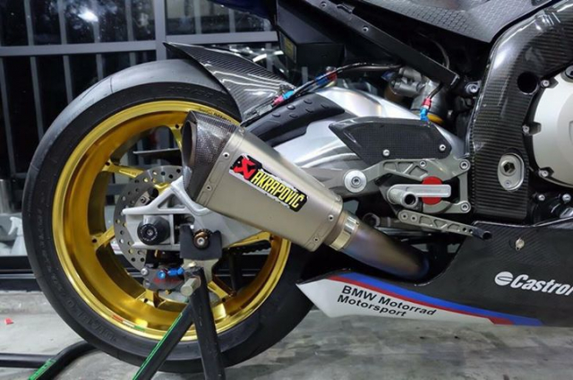 BMW S1000RR ban nang cap tuyet voi theo phong cach HP4 Tricolor - 8