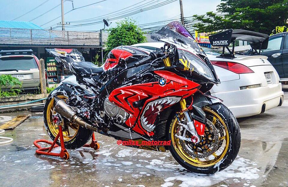 BMW S1000RR dam chat choi voi hinh the ca map Sharks - 3
