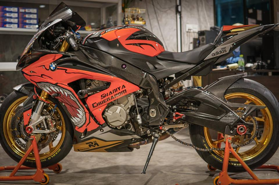 BMW S1000RR dam chat choi voi hinh the ca map Sharks - 9