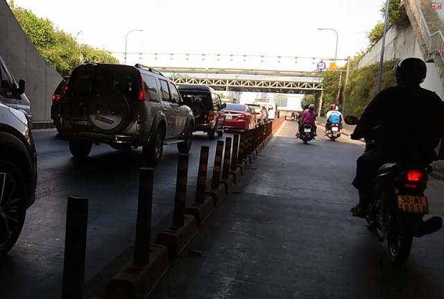 Canh bao dan canh cuop xe kieu moi tai ham Thu Thiem - 2