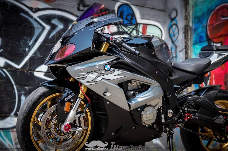 Chan dung nu Biker Thai va tinh yeu BMW S1000RR - 5
