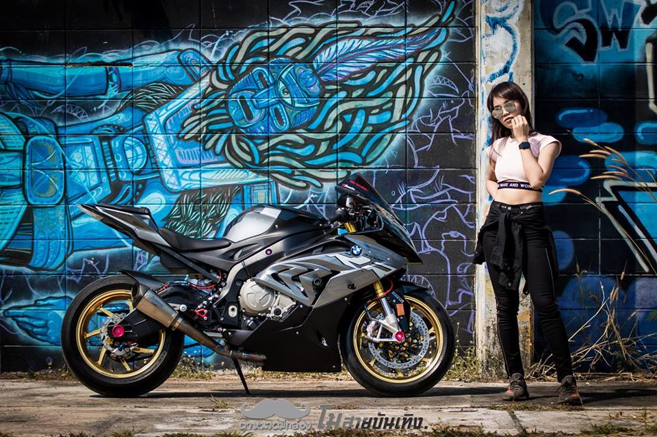 Chan dung nu Biker Thai va tinh yeu BMW S1000RR - 7