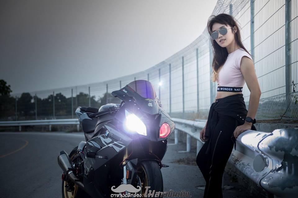 Chan dung nu Biker Thai va tinh yeu BMW S1000RR - 11