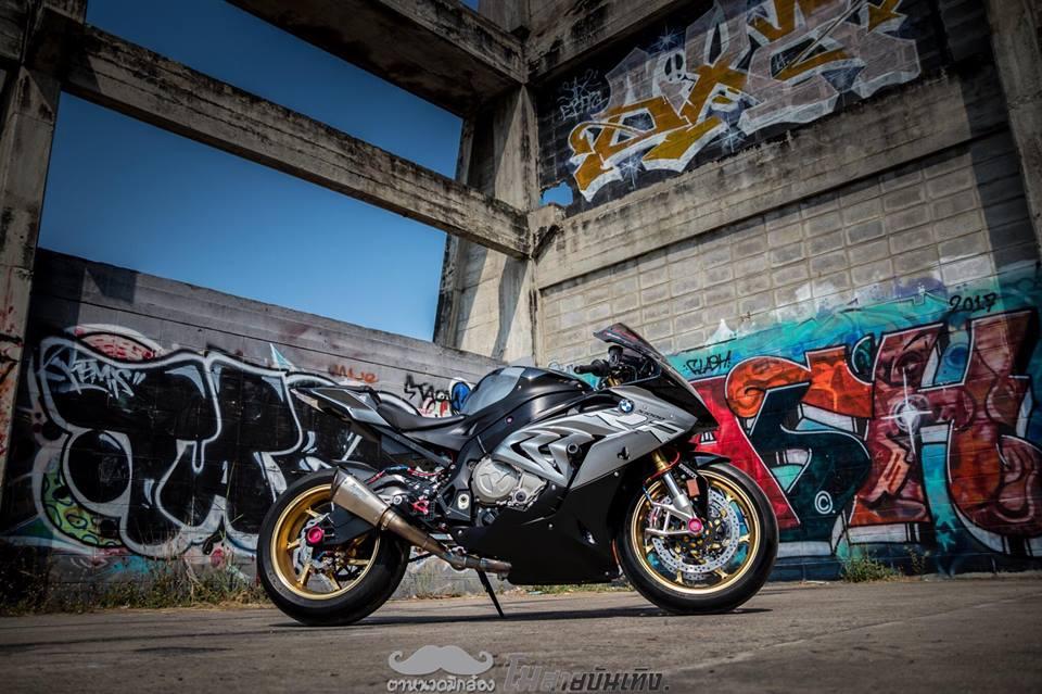 Chan dung nu Biker Thai va tinh yeu BMW S1000RR - 13