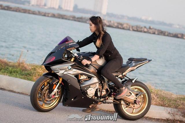Do mat voi Sieu mo to BMW S1000RR do dang voi chu nhan xinh dep - 5