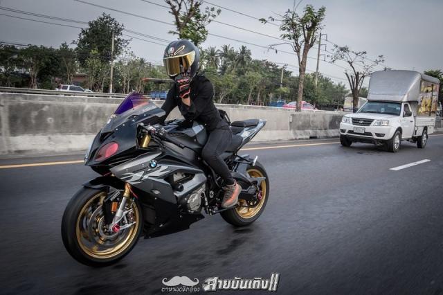 Do mat voi Sieu mo to BMW S1000RR do dang voi chu nhan xinh dep - 18