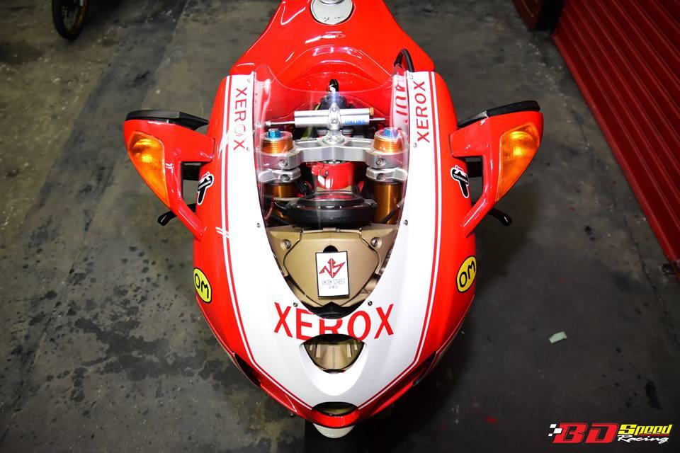 Ducati 749R Mo to huyen thoai Y hoi sinh voi phong cach tem dau Xerox - 4