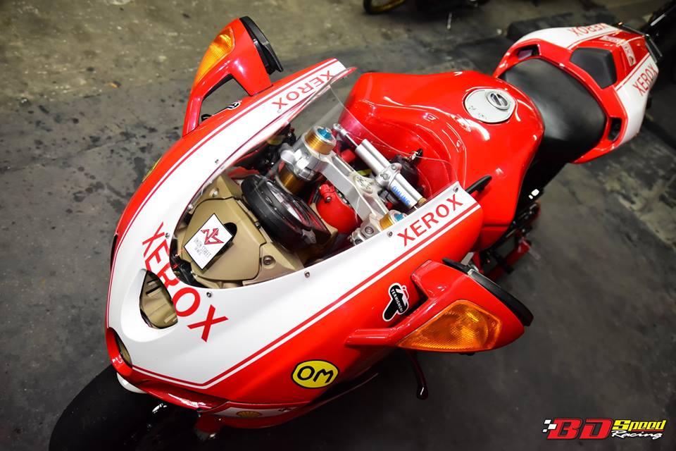 Ducati 749R Mo to huyen thoai Y hoi sinh voi phong cach tem dau Xerox - 6