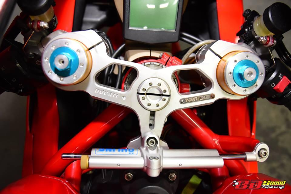 Ducati 749R Mo to huyen thoai Y hoi sinh voi phong cach tem dau Xerox - 8