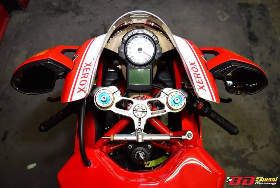 Ducati 749R Mo to huyen thoai Y hoi sinh voi phong cach tem dau Xerox - 10
