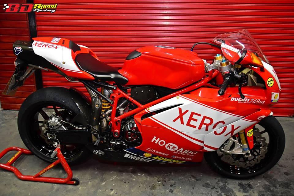 Ducati 749R Mo to huyen thoai Y hoi sinh voi phong cach tem dau Xerox - 12