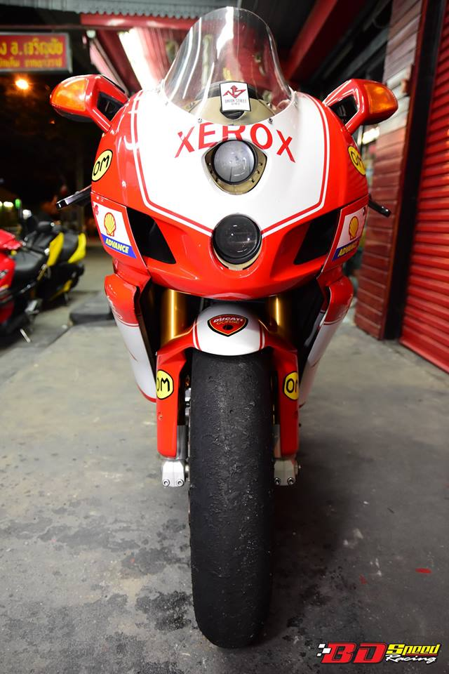 Ducati 749R Mo to huyen thoai Y hoi sinh voi phong cach tem dau Xerox - 17