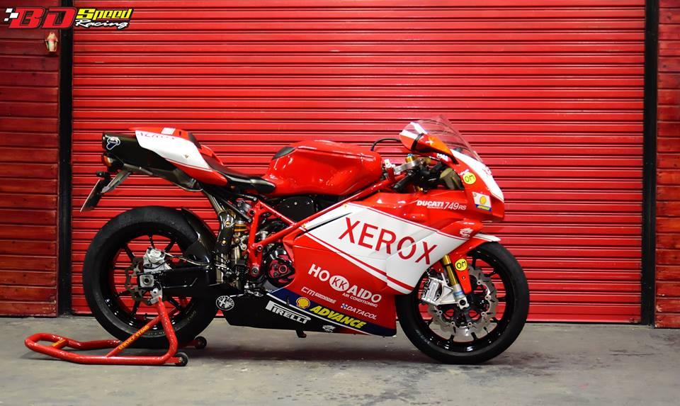 Ducati 749R Mo to huyen thoai Y hoi sinh voi phong cach tem dau Xerox - 19