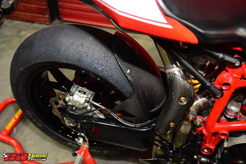 Ducati 749R Mo to huyen thoai Y hoi sinh voi phong cach tem dau Xerox - 25