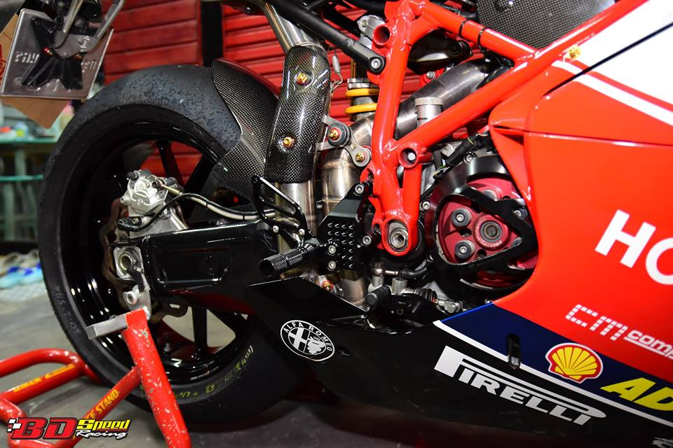 Ducati 749R Mo to huyen thoai Y hoi sinh voi phong cach tem dau Xerox - 27