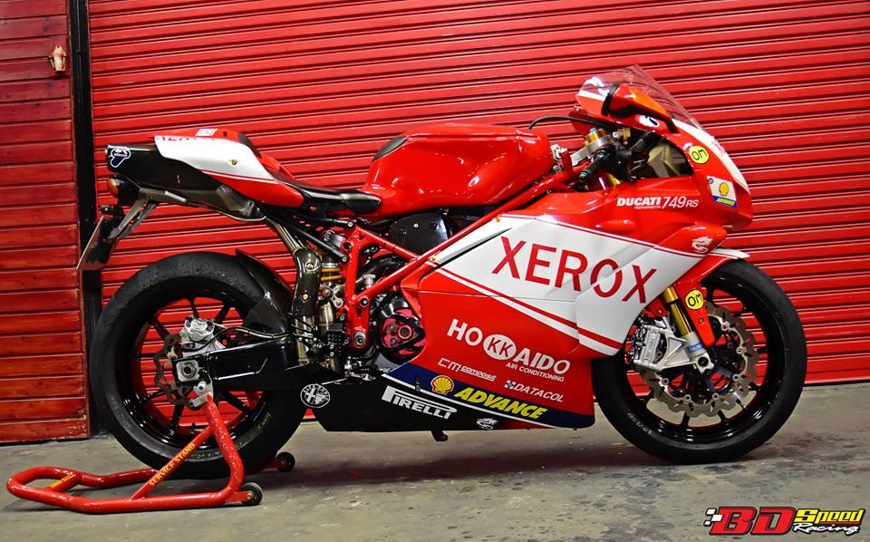Ducati 749R Mo to huyen thoai Y hoi sinh voi phong cach tem dau Xerox - 29
